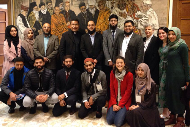 "Cambridge Muslim College program shines ""new light"" on religions for Lay Centre student"